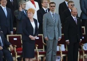 Bon, quand Bachar est invité au défilé, on peut recommencer à voir des symboles politiques...