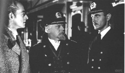Grande taille et attitude noble pour le brave officier allemand, petitesse et barbiche pour le capitaine anglais : tout en subtilité.