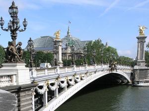 Le pont Alexandre III commémore l'alliance franco-russe, à l'époque contestée.
