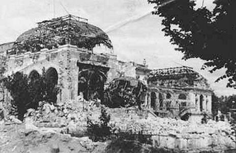 Le casino de Royan après les bombardements. La ville fait partie des plus détruites de France durant la guerre.