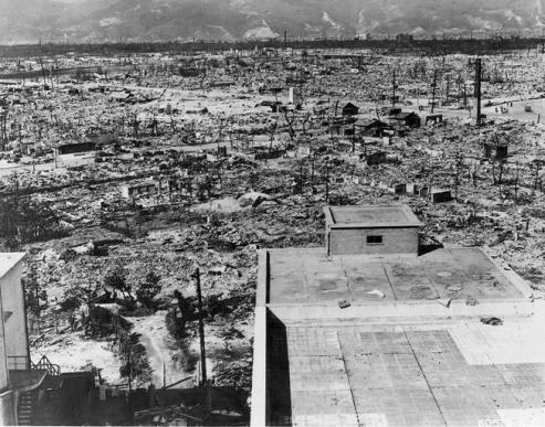 Hiroshima après le bombardement, photographie du département de la défense américaine.
