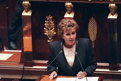 À la tête du gouvernement pendant une brève période, Edith Cresson défend, déjà au début des années 1990, les idées de flexibilité au travail...