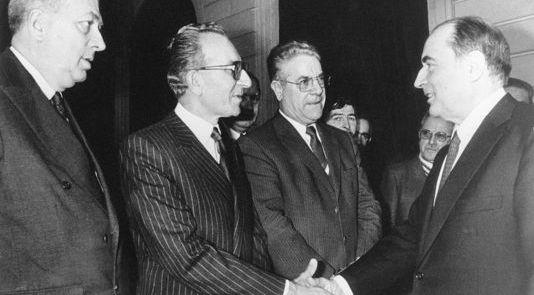 Déjà avant Pierre, Yvon Gattaz était chargé de négocier avec un pouvoir socialiste.