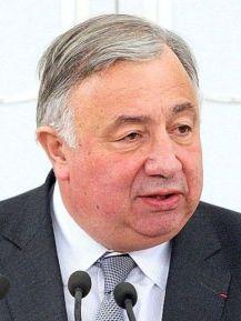 Gérard Larcher, actuel président du Sénat, et potentiel président par interim : il est, théoriquement, le deuxième homme de France. Théoriquement.