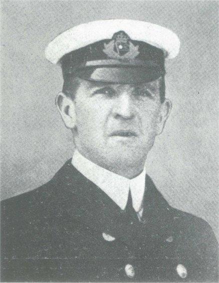 William Murdoch en costume d'officier