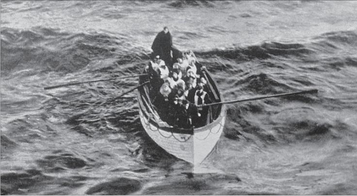 Le canot 6 et sa vingtaine d'occupants photographiés depuis le Carpathia